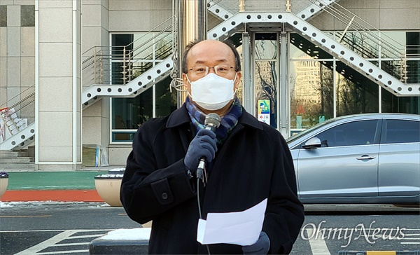 발언을 하고 있는 박양진 충남대 교수.