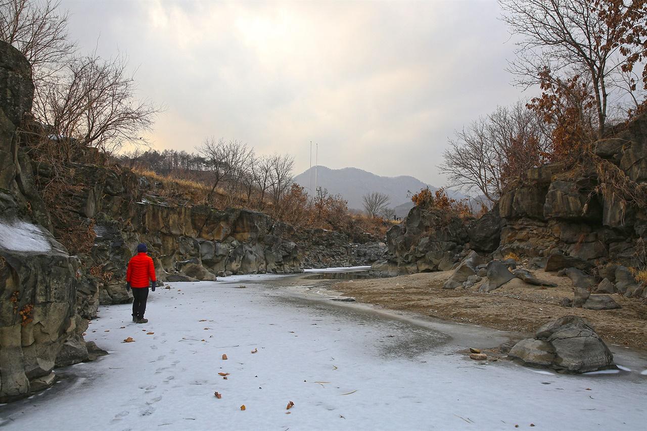 포천 교동가마소 포천 교동가마소는 포천 교동 마을 건지천에 형성된 현무암 계곡을 말한다.