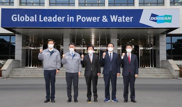 1월 21일 오후 창원 두산중공업을 방문한 박병석 국회의장이 허성무 창원시장, 정연인 두산중공업 사장 등과 함께 했다.