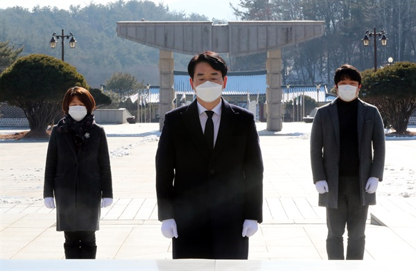 차기 대권 도전 의사를 밝힌 더불어민주당 박용진 의원이 20일 1박 2일 일정으로 광주를 방문, 국립5·18민주묘지를 참배하고 있다.
