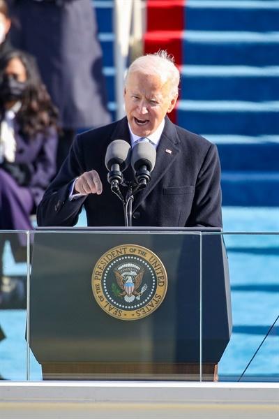 (워싱턴 AFP/Getty=연합뉴스) 조 바이든 미국 대통령이 20일(현지시간) 워싱턴DC의 연방의회 의사당에서 열린 취임식에서 선서를 마치고 연설하고 있다.