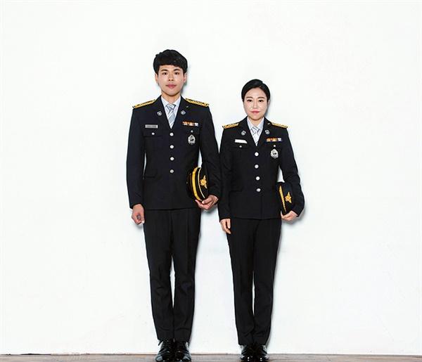 부부소방관인 박선우 전은지 부부가 정장을 입고 기념촬영했다.