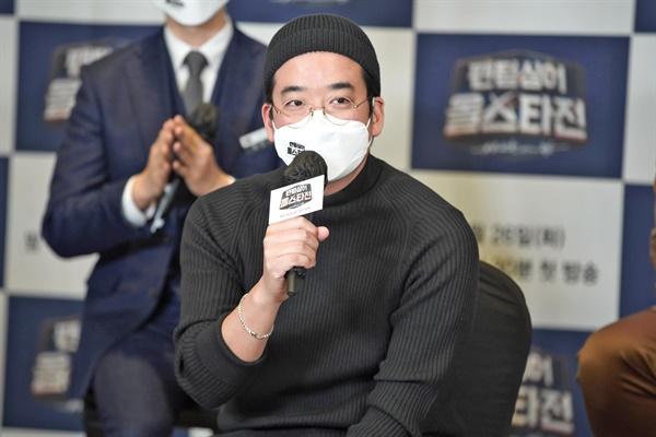 26일 오후 온라인으로 진행된 JTBC <팬텀싱어 올스타전> 제작발표회에서 김형중 CP가 기자들의 질문에 답하고 있다.