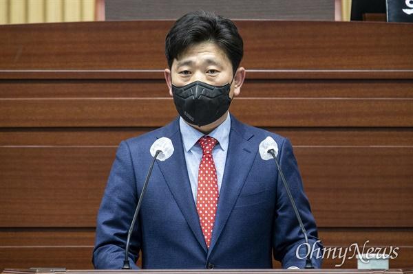 박용선 경북도의원이 26일 열린 경북도의회 임시회에서 5분 발언을 통해 일본의 역사왜곡에 대해 강력대응을 촉구했다.