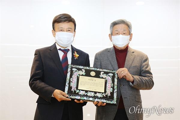 광복회는 고 김상현 의원(아들 김영호 의원 대리수상)과 유인태 전 국회사무처장, 추미애 전 법무부장관에게 최재형상을 수여했다.