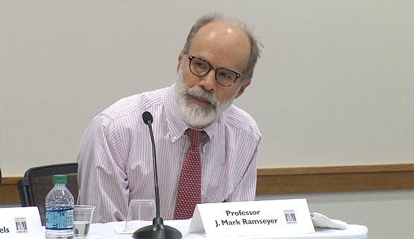 '위안부는 매춘부'라는 주장으로 파문을 일으키고 있는 존 마크 램지어 하버드대 로스쿨 교수.
