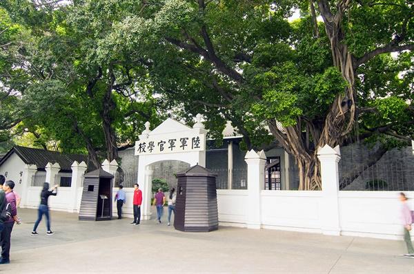 1938년 일본의 공습으로 파괴된 것을 1996년 유적으로 복원한 황푸군관학교. 이 학교에서 김원봉, 김산 등을 비롯한 숱한 한인 독립운동가들이 군사교육을 받았다.