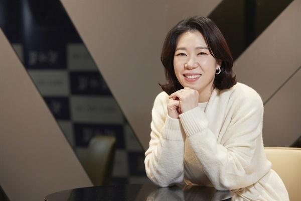 영화 <빛과 철>의 염혜란 배우