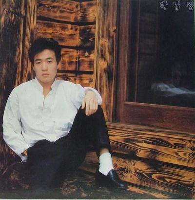 박남정은 데뷔곡 활동 당시 압도적인 춤 실력에도 쟁쟁한 가수들에 밀려 정상에 오르지 못했다.