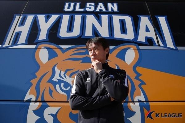 홍명보 감독 한국 축구의 레전드 홍명보가 울산 현대의 지휘봉을 잡고, 올 시즌 처음으로 K리그 감독에 도전한다.