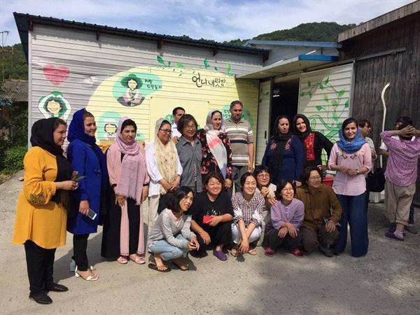 봉강공동체를 방문한 외국 여성 공무원들과 함께