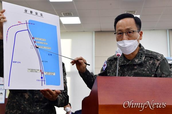 박정환 합참 작전본부장이 17일 오후 국회 국방위원회 전체회의에서 22사단 귀순자 상황 보고를 하고 있다.