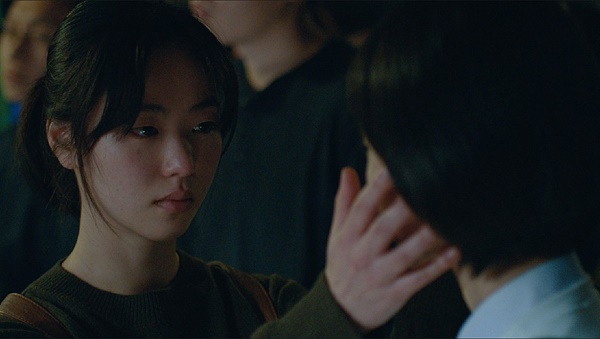 전여빈은 <죄 많은 소녀>를 통해 11개 영화제의 상을 휩쓸며 독립영화계의 스타로 떠올랐다.