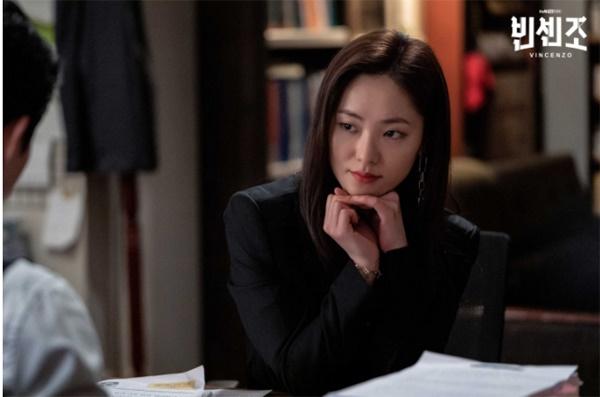 전여빈은 <빈센조>에서 대한민국 최고 로펌의 에이스 변호사 역으로 송중기와 이야기를 이끌어갈 예정이다.