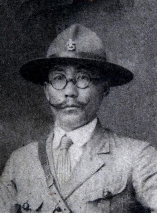 소년운동의 지도차 조철호 조철호는 조선소년군을 조직하여 어린이들을 민족운동의 주체로 세우기 위해 헌신한 독립운동가였다. 조철호는 멋진 카이젤 수염으로도 유명했다.