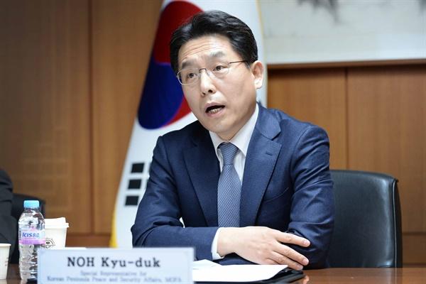 노규덕 외교부 한반도평화교섭본부장이 19일 오전 한미일 북핵 대표들과 화상 회담을 열고 있다.