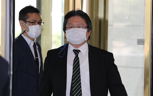 다케시마 행사 관련 초치된 일본 총괄공사 다케시마 행사를 강행한 것과 관련 초치 된 소마 주한 일본 총괄공사가 22일 외교부 청사에 들어서고 있다. 2021.2.22