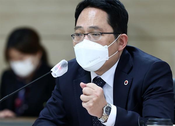 21일 오후 서울 중구 한국 건강증진개발원에서 열린 코로나19 백신접종 의정공동위원회 2차회의에서 최대집 대한의사협회장이 발언하고 있다
