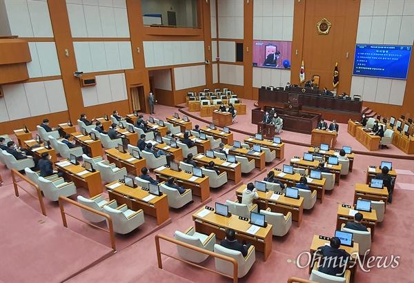 부산시의회가 23일  294회 임시회 1차 본회의를 열고 있다.