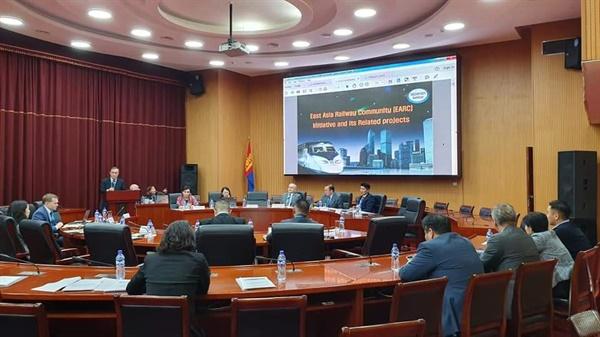 동아시아철도공동체 국제세미나 2019년 10월 UNESCAP 교통정책 세미나 UNESCAP 교통정책 세미나에 참가, 동아시아철도공동체에 대해 발표