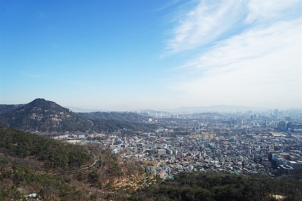 인놩산에서 바라본 서울시내 풍경