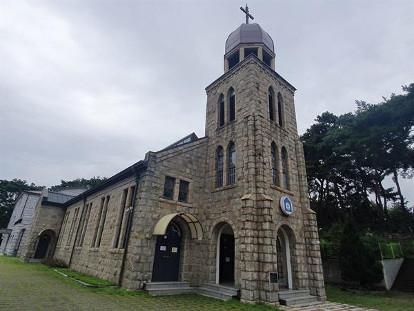 김포성당의 모습 6.25 전쟁중 지어진 성당으로 등록문화재로 지정된 김포의 대표 문화재로 유명하다. 화강암을 활용한 독특한 건축기법으로 지어졌다고 한다. 사진은 지난해 10월 촬영.