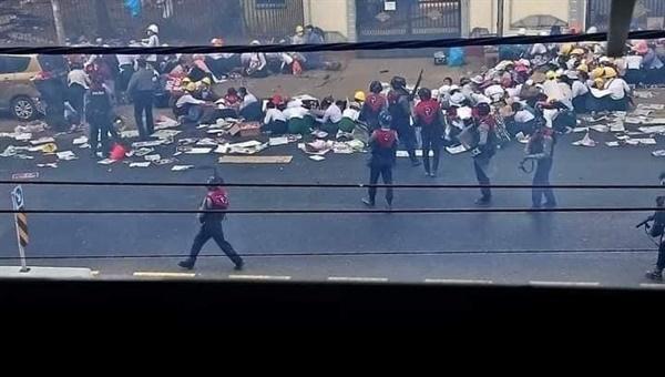 2월 28일 벌어진 미얀마 민주화 시위 관련.