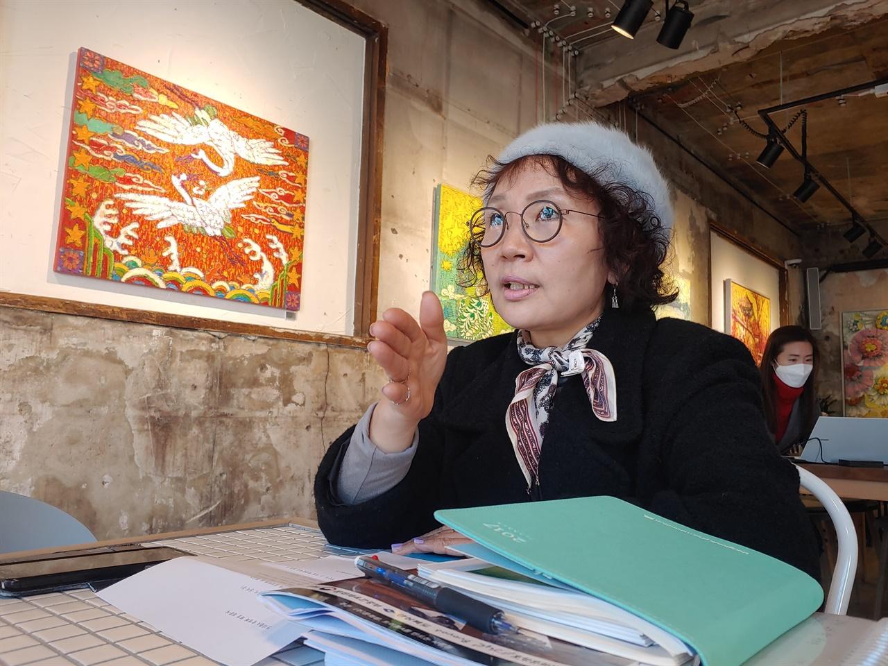 교사 명예퇴직 후 봉사활동에 전념하고 있는 트리플A 송영화 회장.