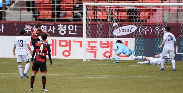 포항 스틸러스 에이스 송민규가 2월 28일(토) 인천 유나이티드 FC를 상대로 천금의 결승골을 터뜨리는 순간