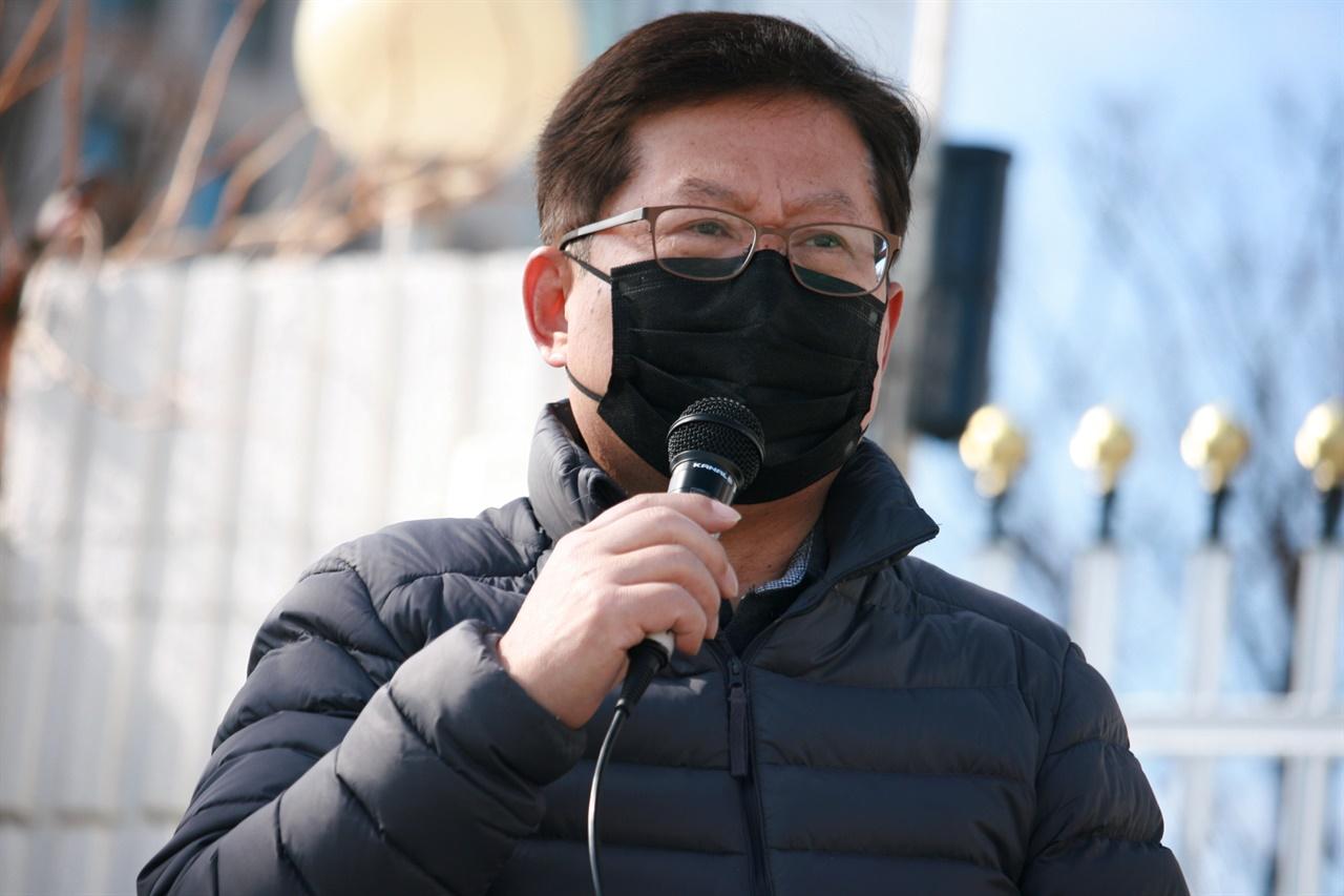 2일 김태종씨의 서운함이 담긴 한 마디가, 정부 서울청사에 울려퍼졌다. 그는 이마트에서 구입한 가습기살균제 때문에 유가족이 되었다. 배우자 고 박영숙씨는 2020년 여름 운명을 달리했다.