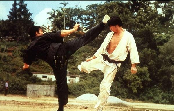 가라데 고수로 출연하는 한국배우 황인식(오른쪽)은 홍콩과 한국을 오가며 액션배우로 활동했다.