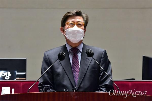 국민의힘 박형준 부산시장 후보가 5일 국회에서 열린 의원총회에 참석해 인사말 하고 있다.