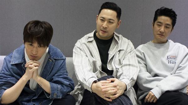 2월 22일 압구정 투컷의 스튜디오에서 만난 에픽하이. 왼쪽부터 타블로, 미쓰라진, DJ 투컷이다.