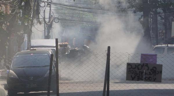 미얀마 민주화 시위와 경찰 진압.