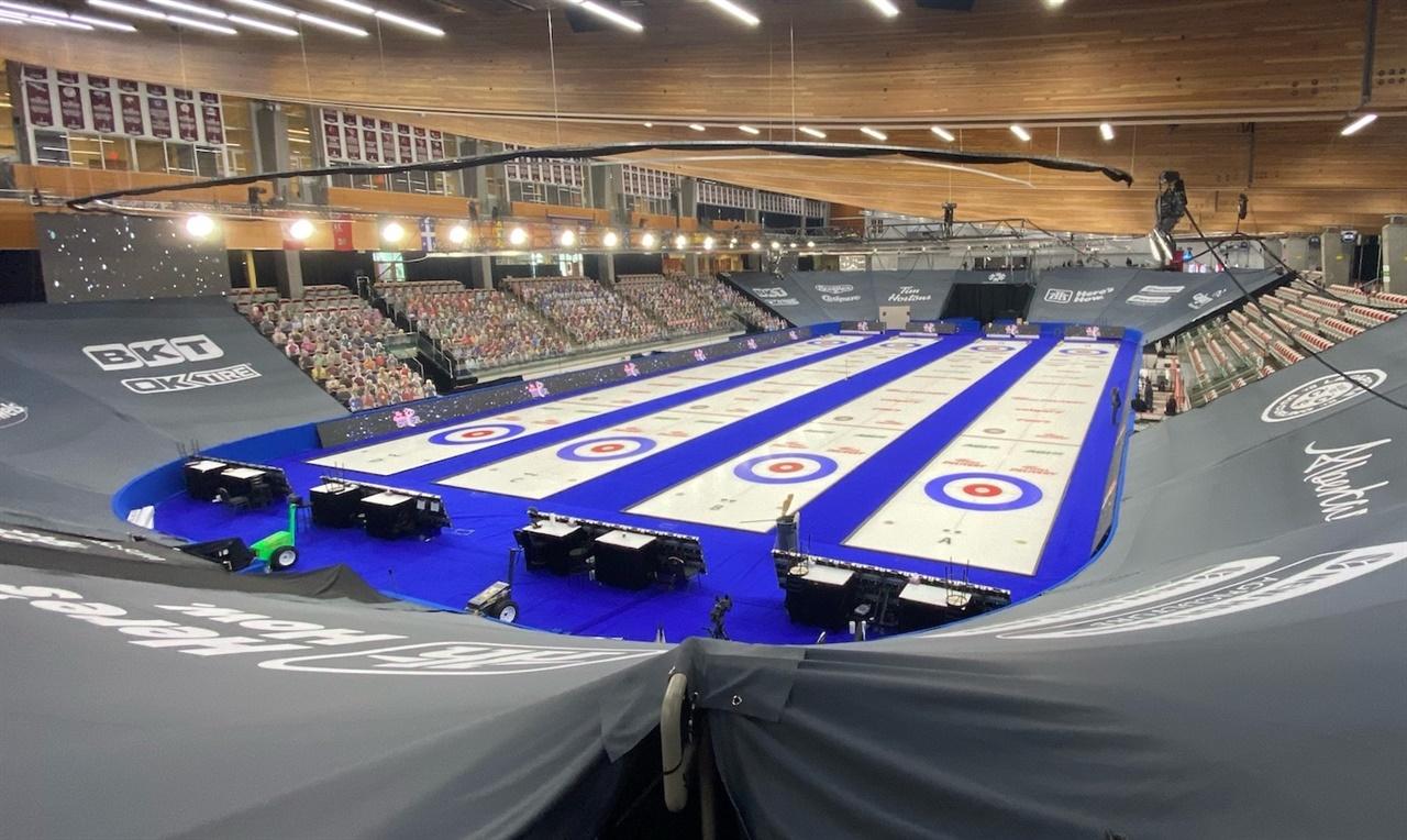 '버블 방역' 형태로 남녀 컬링 세계선수권이 모두 진행될 캐나다 캘거리 올림픽 파크 윈스포츠 아레나.