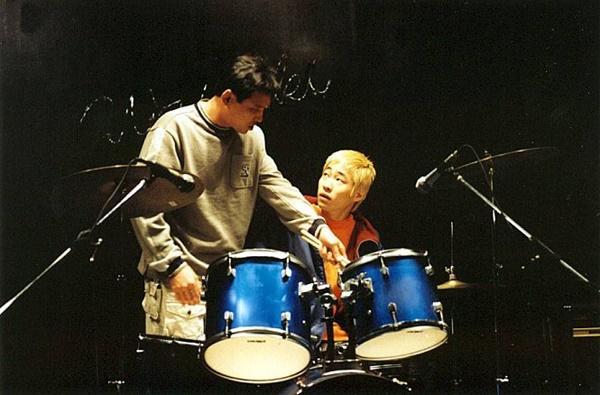 황정민(왼쪽)과 류승범은 <와이키키 브라더스> 이후 <사생결단>과 <부당거래>에서 주연으로 함께 출연한다.