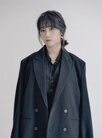 가수 안예은이 지난 16일 오후 홍대 근처 작업실에서 <별들의 책장> 인터뷰에 임했다.