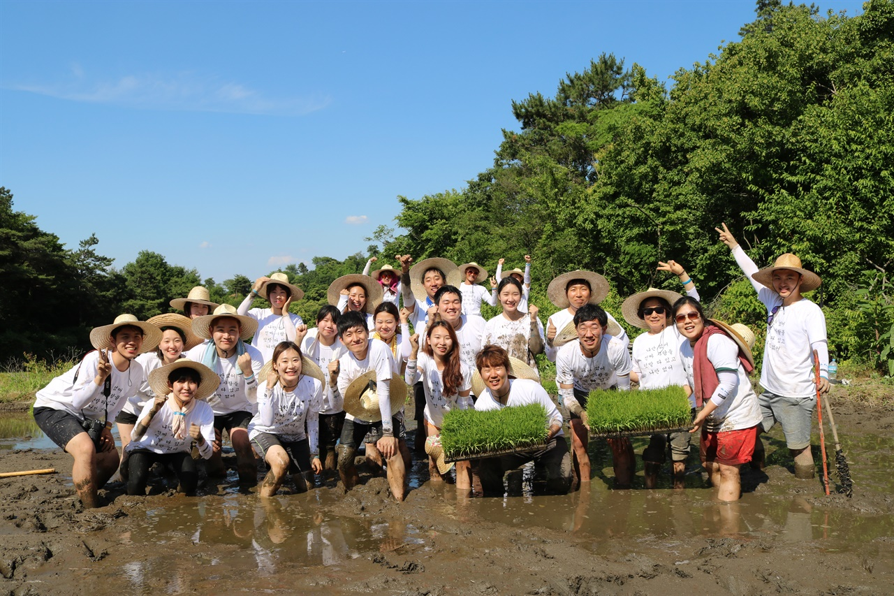 농사펀드 농활사진 농사펀드는 정기적으로 농촌활동을 진행하고 있다.