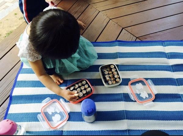 그리운 봄 소풍 시절  아이와 매일 김밥 사서 놀이터, 공원을 뛰어다니던 시절.