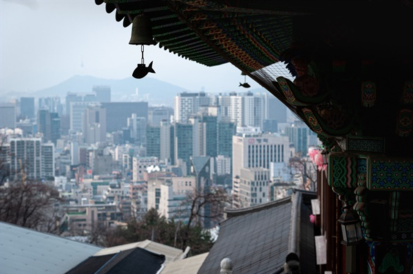 대성사에서 바라본 서초구 풍경 대웅전 너머 방배동과 서초동, 북한산까지 한 눈에 들어온다.