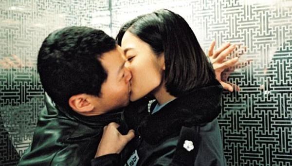 한채영(오른쪽)은 양동근과 키스씬을 선보이지만 두 사람의 러브라인은 영화에서 큰 비중을 차지하지 않는다.