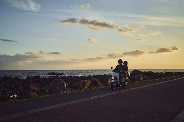 영화 <낙원의 밤>의 한 장면.