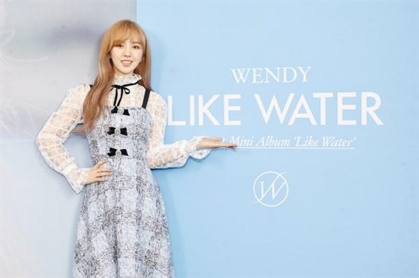 지난 5일 첫 솔로음반 'Like Water'를 발표한 레드벨벳 멤버 웬디