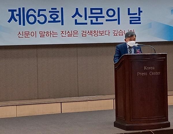 홍준호 신문협회장 홍준호 한국신문협회장이 6일 오후 프레스센터 19층 기지회견장 기념식에서 대회사를 하고 있다.