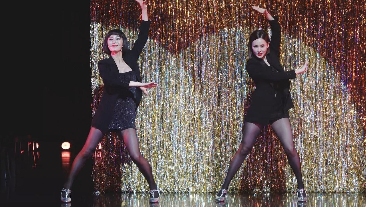 윤공주(벨마 켈리)와 아이비(록시 하트)의 'Hot Honey Rag'는 두 여인의 화려한 댄스와 요염함이 일품이었다.