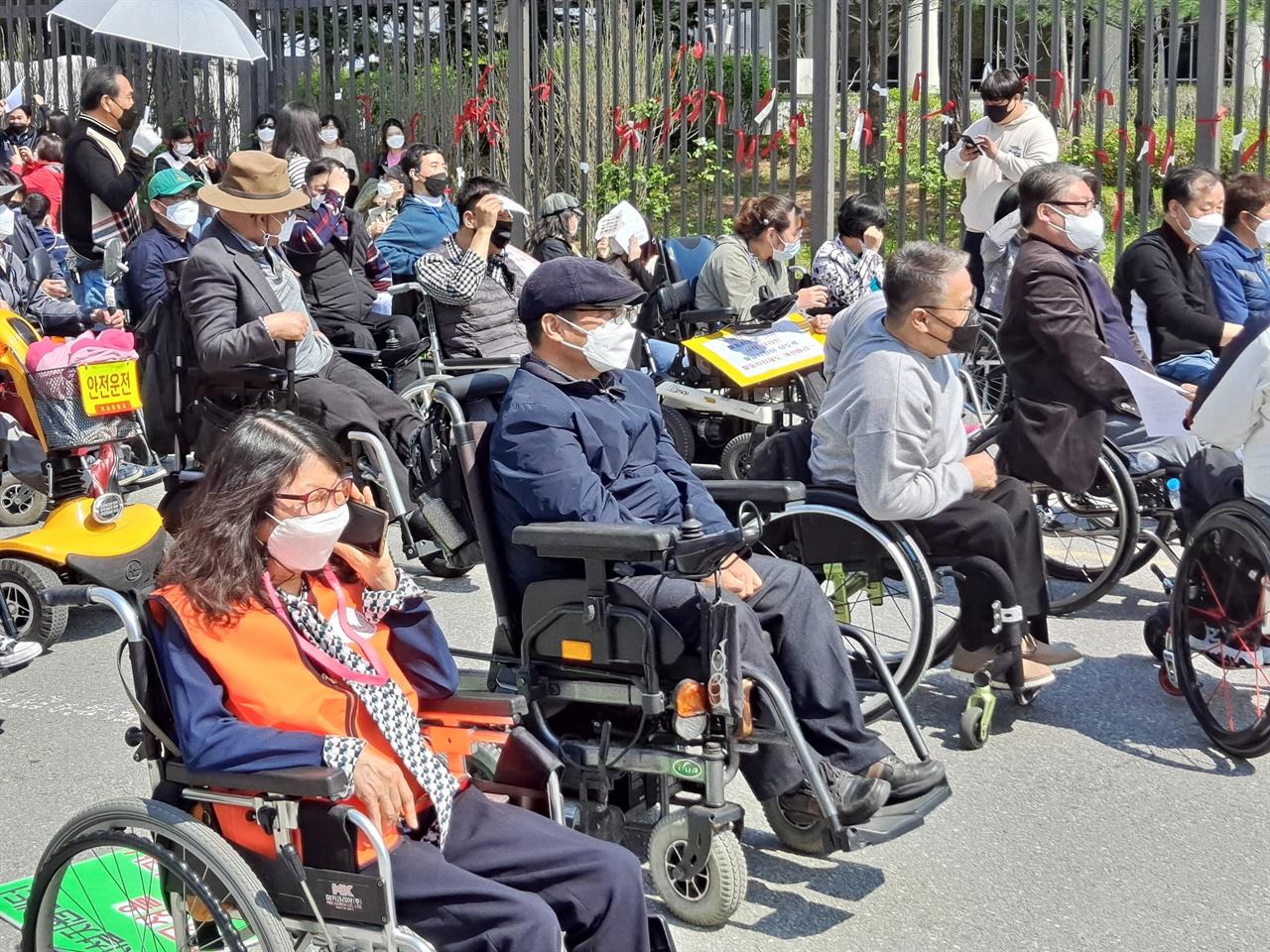 7일 세종시 보건복지부 앞에서는 '장애 당사자의 의견이 반영된 장애인 탈시설 정책 수립'을 촉구하는 집회가 열렸다.