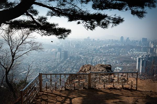 국수봉에 바라본 강남 풍경. 조망이 훌륭한 구룡산 국수봉.