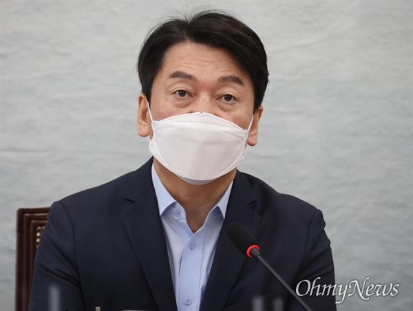 안철수 국민의당 대표가 8일 오전 서울 여의도 국회에서 열린 최고위원회에서 발언하고 있다.