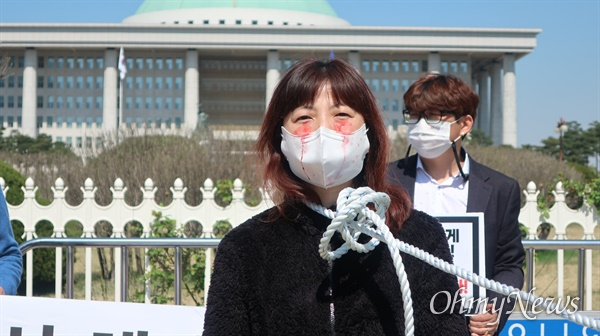 사담법인 대한당구장협회 소속 회원들이 8일 오전 서울 영등포구 국회 앞에서 기자회견을 진행했다.