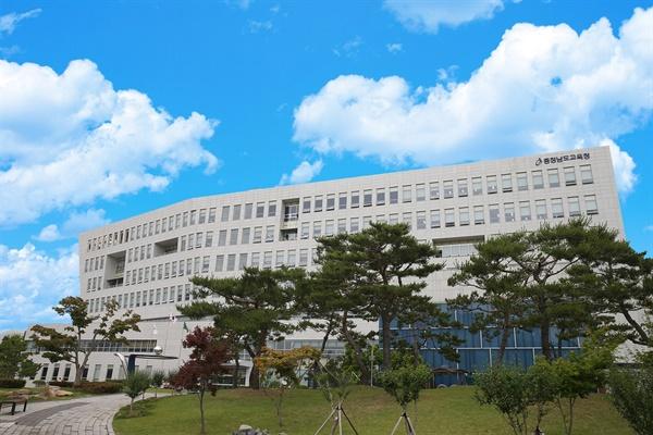 8일 전교조 충남지부가 성명서를 통해 교원연구비의 균등지급을 촉구했다. 사진은 충청남도교육청 전경